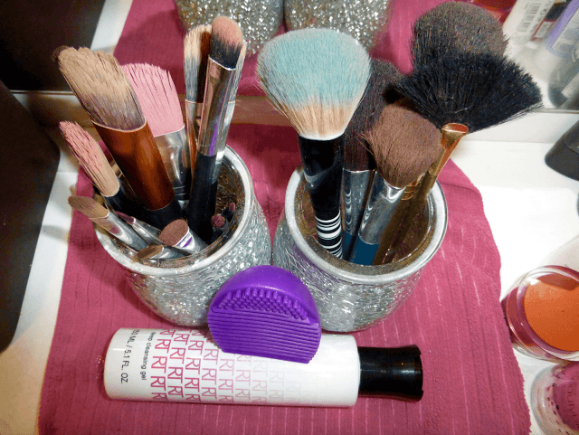 Why I Need To Clean My Make-Up Brushes More